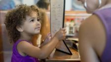 Should parents be rewarded for bringing well-behaved kids to a restaurant